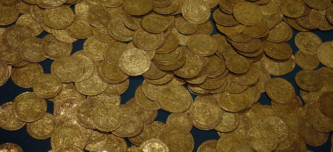 1024px-Hoard_of_ancient_gold_coins